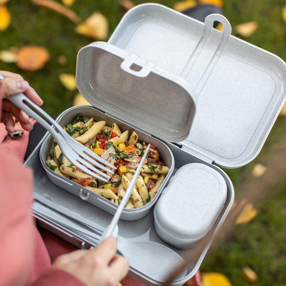 Organic Lunchbox-Set inklusive Besteck-Set gefüllt mit Nudelsalat