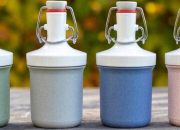 Vier wiederverwendbare Koziol Mini Plopp Flaschen in den Farben Grün, grau, blau und rosa