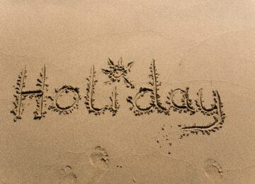 Holiday in den Sand geschrieben